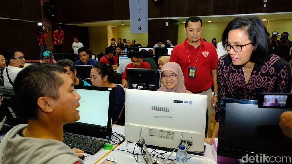 Senyum Sri Mulyani Blusukan ke Kantor Pajak di Hari Terakhir Lapor SPT