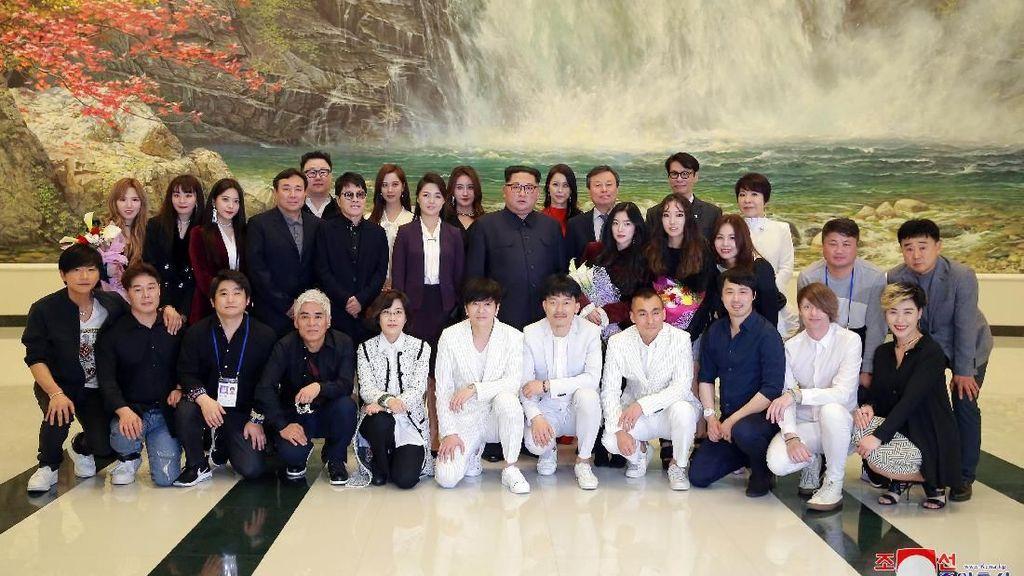 Ketika Kim Jong Un dan Publik Korea Utara Jatuh Cinta pada K-Pop