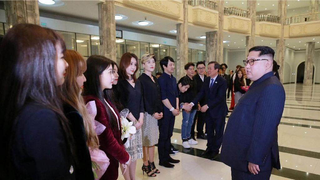 Kim Jong Un Rela Ubah Jadwal Demi Nonton Red Velvet di Korea Utara