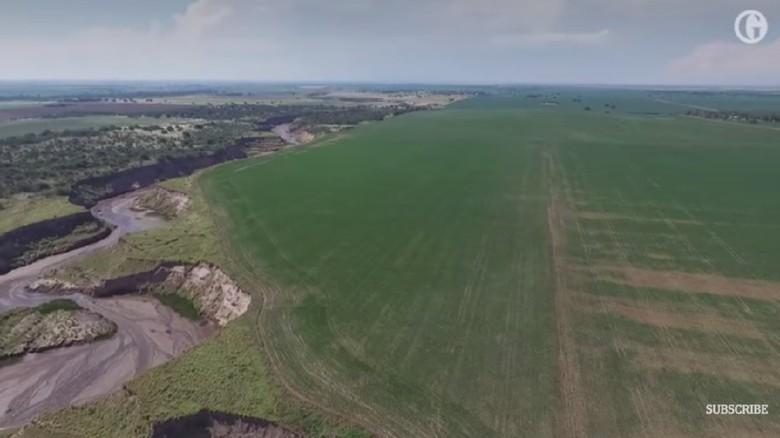 Sungai Baru Terbentuk Tiba-tiba di Argentina Usai Hujan Lebat