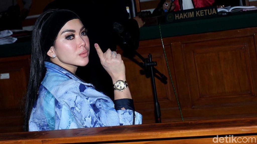 Jaksa Foto Bareng Syahrini, Kejagung: Tidak Ada yang Salah