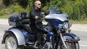Mirip Jokowi, Vladimir Putin Juga Hobi Motoran