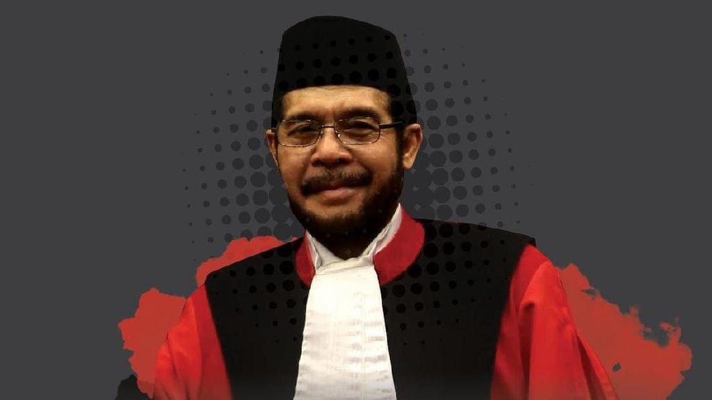 Anwar Usman, Mantan Guru dan Pemain Film yang Jadi Ketua MK