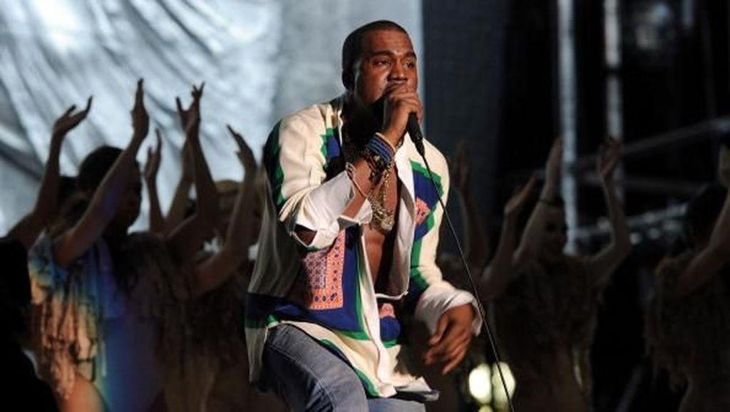 Ada yang Berani Dengarkan Album Kanye West saat UNBK?