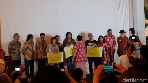 Komik 'The Chair' Evelyn Ghozali Menangkan Indonesia Art Award 2018