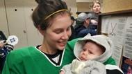 Kisah Pemain Hoki yang Menyusui Bayi di Sela-sela Pertandingan