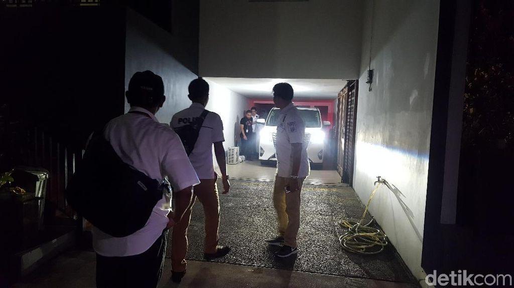 Polisi Sita Barang dari Rumah Mewah Bos Abu Tours di Depok