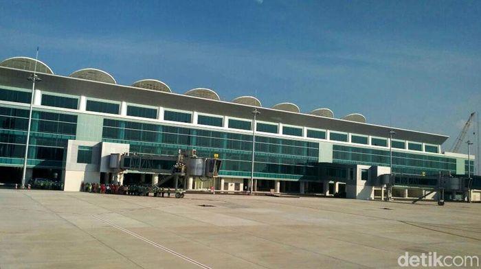 Bandara Kertajati terletak di Kabupaten Majalengka, Jawa Barat.
