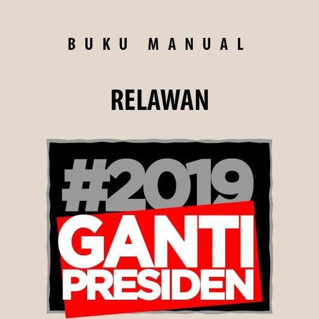 #2019GantiPresiden: Kaus, Topi Hingga Spanduk Raksasa Depan Masjid