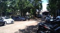 Daripada Mobil Diderek Kaya Ratna Sarumpaet Mending Parkir di Sini