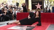 Pemeran Wonder Woman Lynda Carter Dianugerahi Walk of Fame