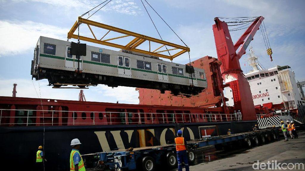 Gerbong MRT Tiba, Menhub Cek Langsung ke Tanjung Priok