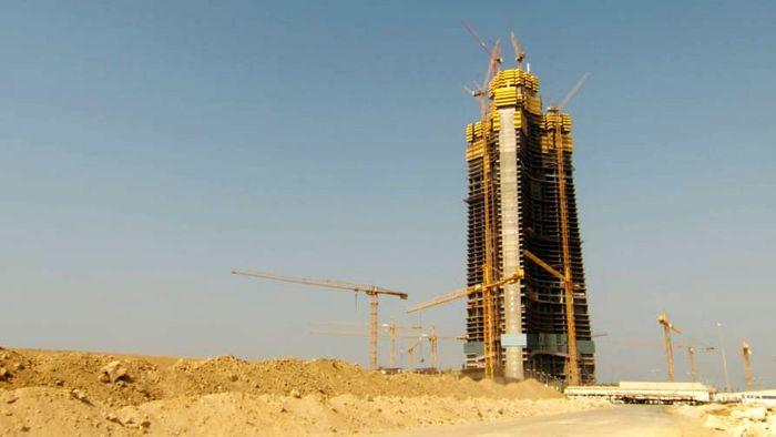 Konstruksi untuk menara tertinggi di dunia ini masih berjalan. Setelah rampung nanti, menara ini akan mengalahkan ketinggian Burj Khalifa, Dubai. Istimewa/CNN.