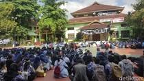 Cerita Pelajar soal Kepala SMAN 2 Malang yang Didemo dan Dicopot