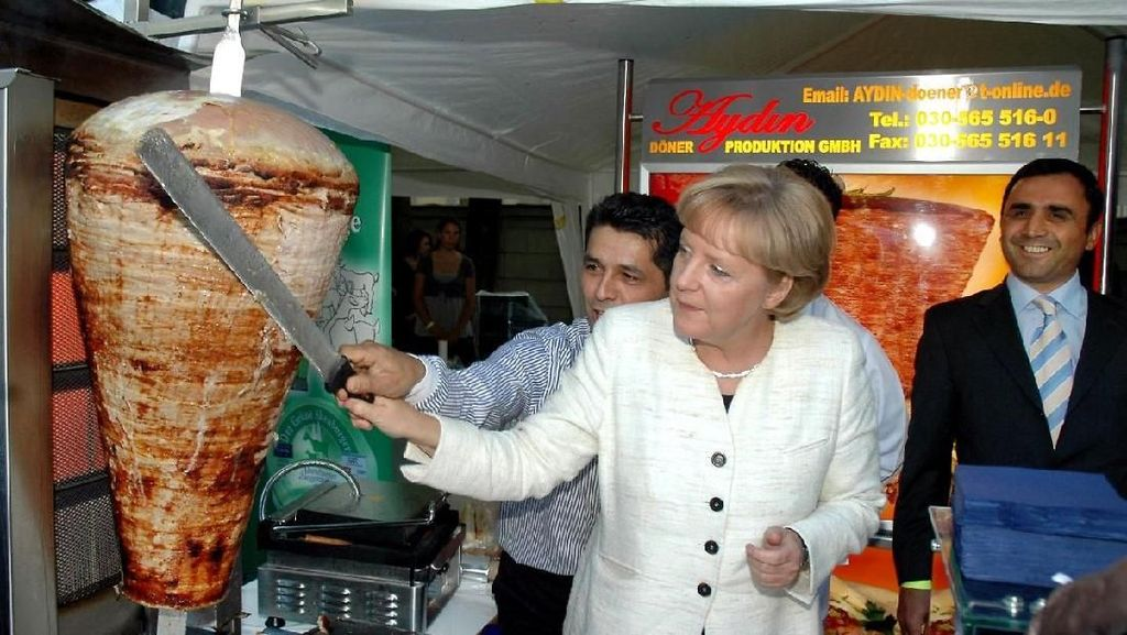 Angela Merkel, Wanita Paling Berpegaruh di Dunia Ternyata Doyan Makan Kebab