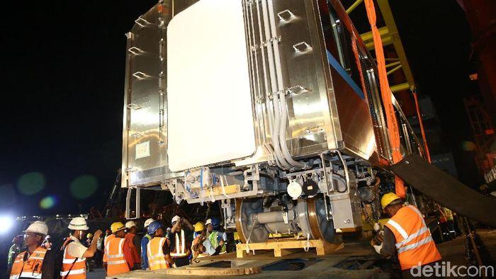 Kereta MRT tiba di Pelabuhan Tanjung Priok (Foto: Agung Pambudhy)