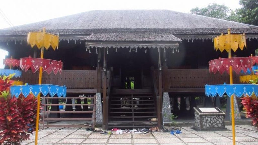 Intip Rumah Adat di Kampung Halaman Ahok