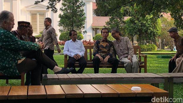 Jokowi bertemu dan berbincang dengan budayawan di Istana Bogor