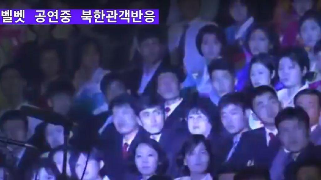 Ekspresi Planga Plongo Warga Korut Nonton Konser K-Pop