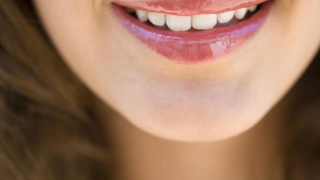 Dibanding Kopi, Teh Lebih Berisiko Bikin Noda Kuning di Gigi