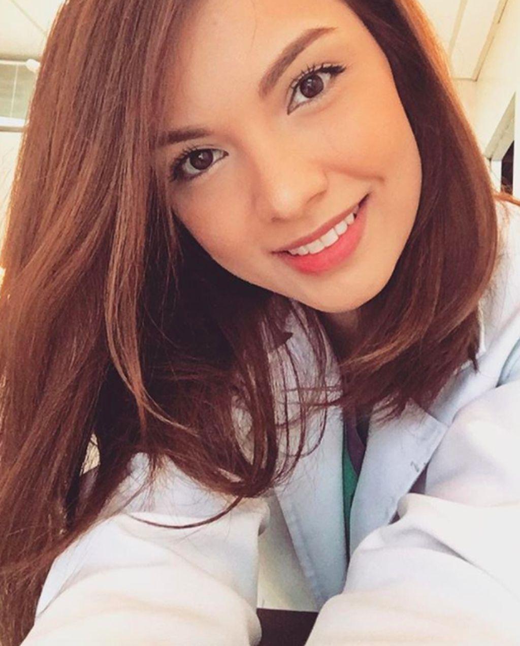 Namanya Dr Marjan Nassiri, berusia 29 tahun dan berprofesi sebagai dokter gigi. Foto: Instagram