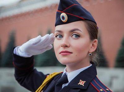 Polisi Cantik Rusia yang Suka Jalan-jalan, Awas Jatuh Hati!