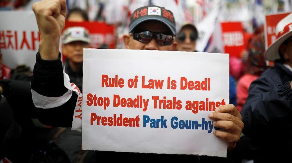 Foto: Dukungan untuk Eks Presiden Korsel yang Divonis 24 Tahun Bui