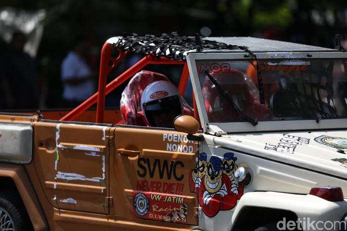 Mobil Klasik VW Adu Cepat di Surabaya