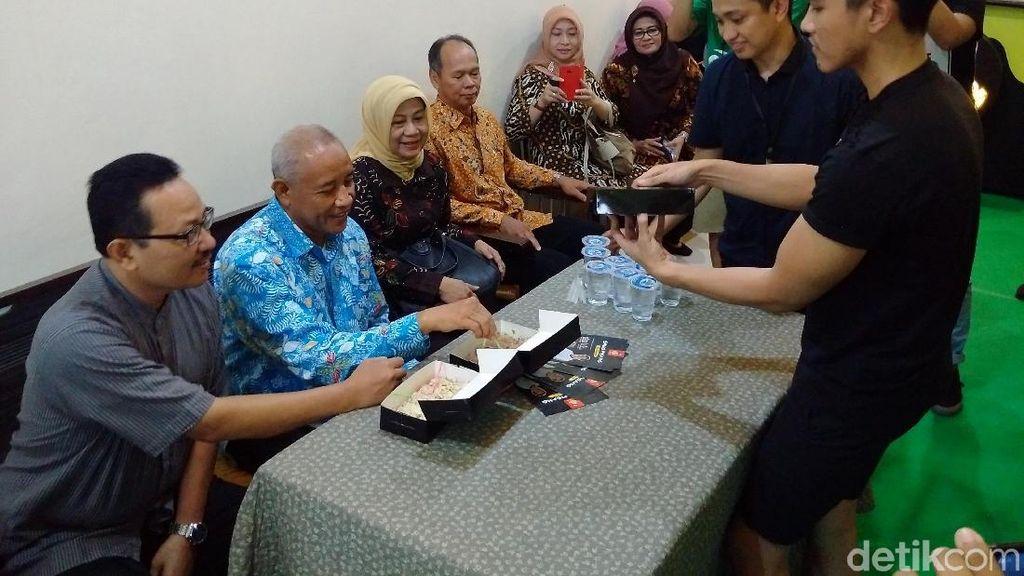 Bupati Sleman dan Wakil Walikota YogyaIkut Cicipi Sang Pisang