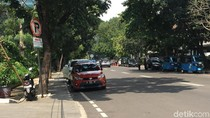 Melihat Jl Senopati yang Disebut Sandiaga Ada Parkir Sembarangan