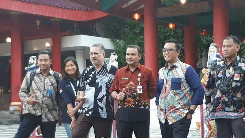 Di tengah kunjungan dinas ke Semarang Jumat kemarin, Menpora Imam Nahrawi beserta jajarannya tidak menyia-nyiakan kesempatan untuk berwisata ke Klenteng Sam Poo Kong yang ikonik (visitjawatengah/Instagram)