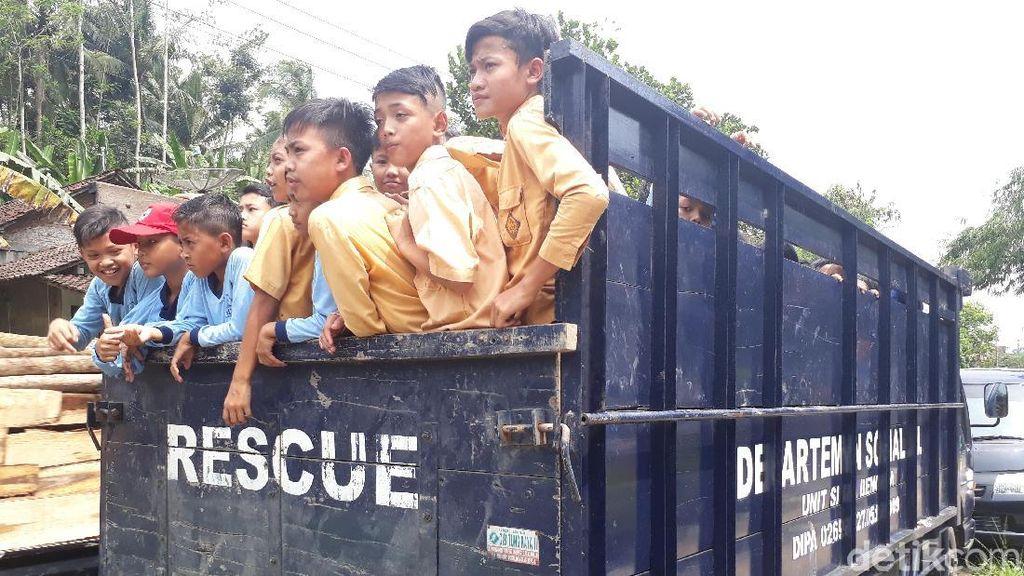 Saat Ratusan Anak di Lokasi Rawan Longsor Ikut Simulasi Bencana