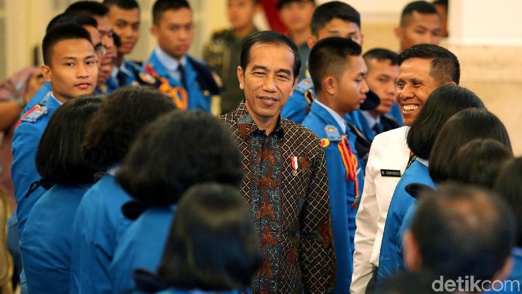 Jokowi Pamer Pencapaian Infrastruktur ke Siswa SMA Taruna Nusantara