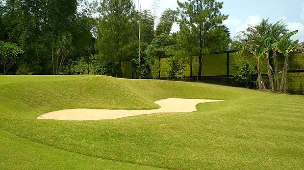 Tengok Lapangan Golf 'Mini' di Blitar, Tak Luas Tapi Menantang