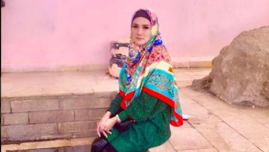 Liburan Bareng Ahmad Dhani, Mulan Jameela Dipuji Cantik Berhijab