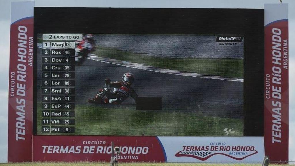 Foto: Mengingat Argentina 2015, Saat Marquez Jatuh Usai Duel vs Rossi