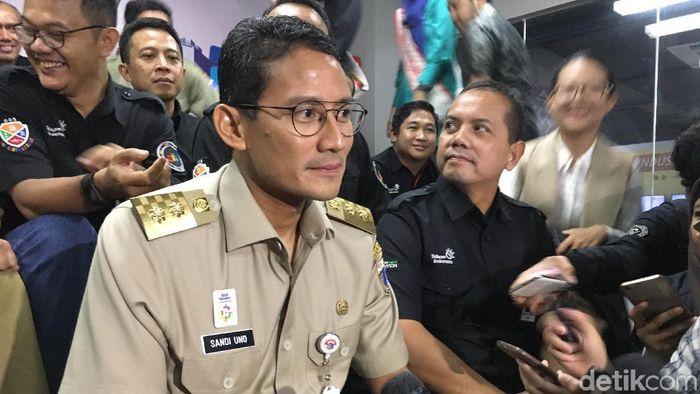 Foto: Wagub DKI Jakarta Sandiaga Uno bercerita mobil ibundanya juga diderek Dishub. (Indra-detikcom)