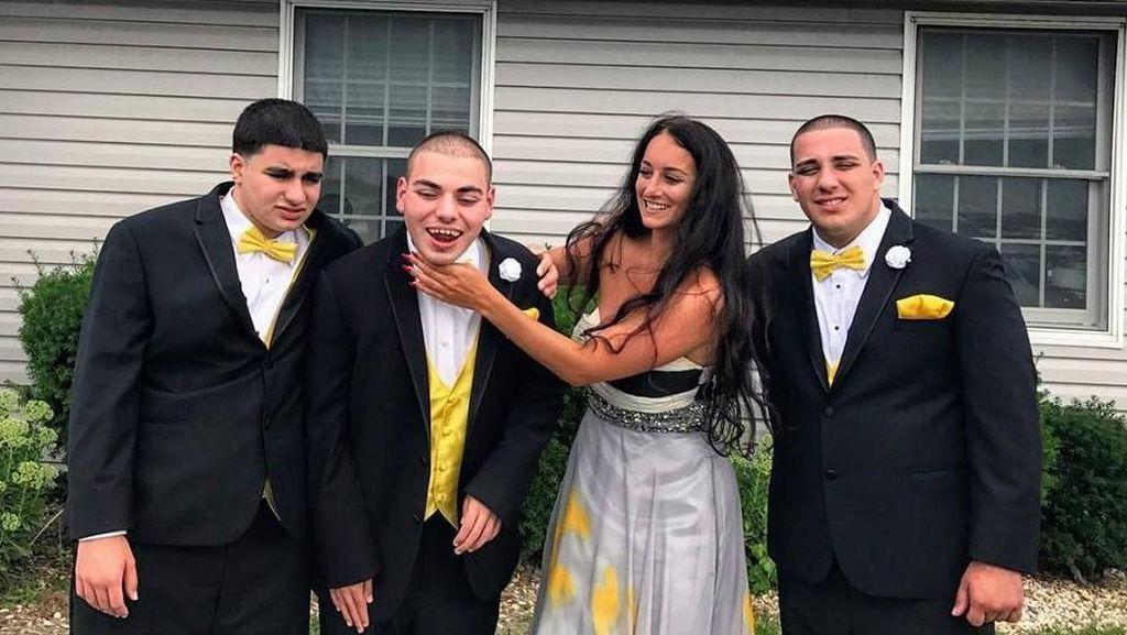 Wanita Ini Bikin Terharu Usai Unggah Foto Tiga Saudaranya yang Autis