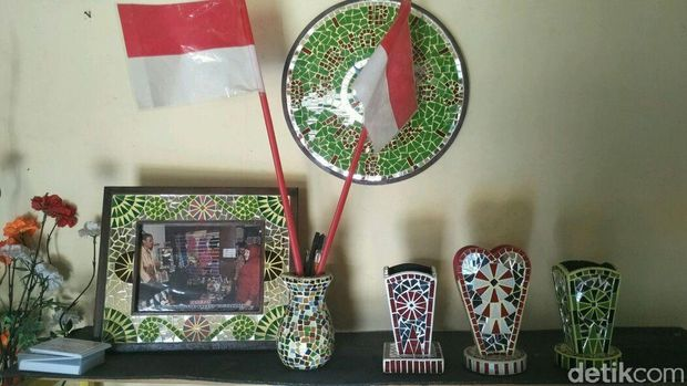 Kerajinan mosaik limbah kaca di Bantul-DIY