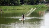 Foto: Mencari Ikan di Situ Gintung