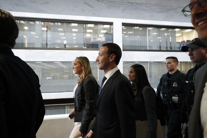 Zuckerberg di gedung parlemen AS. Foto: Reuters