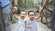 Tingkah si Kembar Ini Bikin Senyum-senyum Sendiri