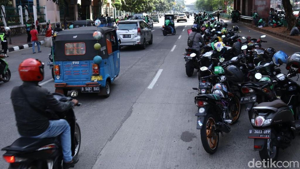Memang RI Sudah Gawat Sampai Motor Mau Dijadikan Angkutan Umum?
