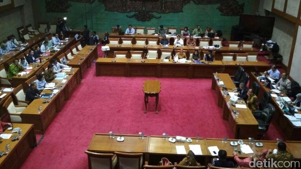 Sri Mulyani Rapat di DPR Bahas Liberalisasi Keuangan ASEAN