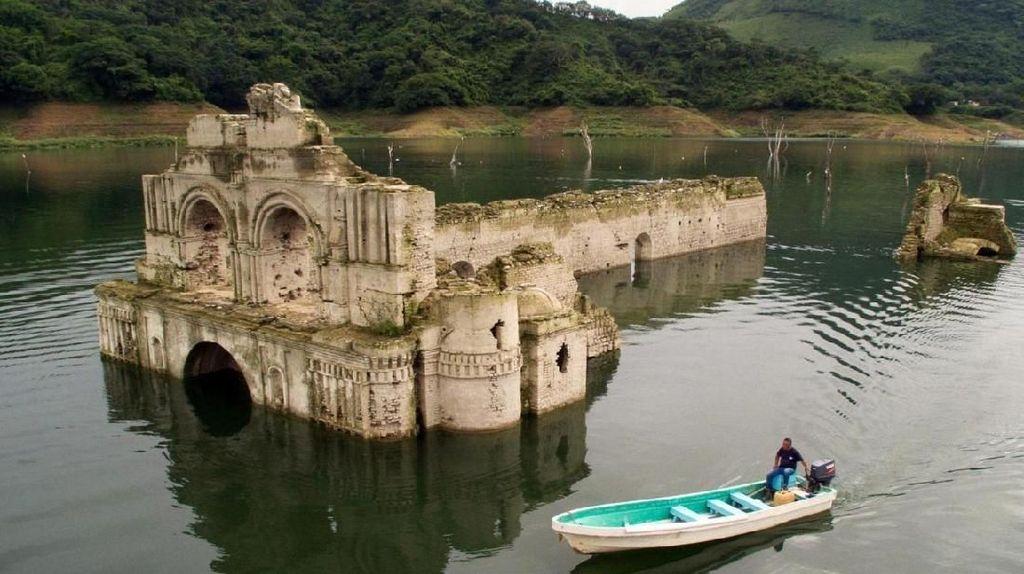 Gereja Muncul ke Permukaan Air, Dulunya Saksi Wabah Mematikan