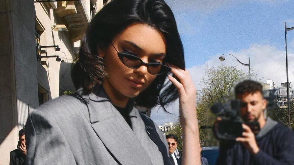Kembalinya Tren Kacamata Kecil Ala 90-an, Dipakai Agnez Mo hingga Rihanna
