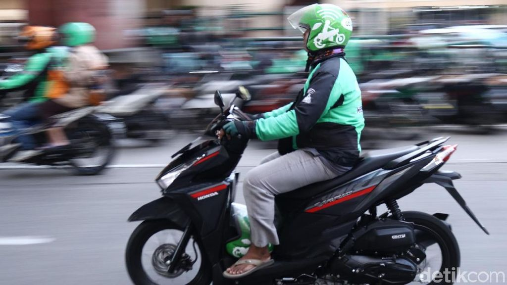 Kesenggol Dikit Jatuh, Bahaya Sepeda Motor Jadi Angkutan Umum