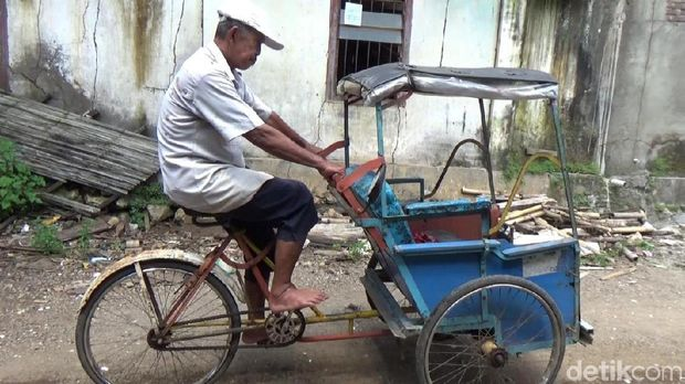 Daeng Tadda sehari-hari berprofesi sebagai tukang becak
