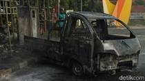 Ditinggal Makan, Mobil yang Diparkir di Pom Bensin Dilalap Api
