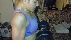 Sekilas tak akan ada yang menyangka Brunna Galbraith asal Brazil bekerja sebagai tim medis US Army. Apalagi olahraga favoritnya adalah angkat beban!